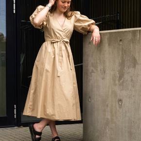 Bibi wrap dress fra gestuz  Aldrig brugt, men har dog klippet prismærket af - se sidste billede  Nypris 1000,- Mindstepris 500,-