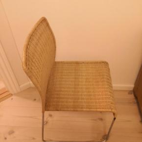 Spisebordsstole i flet. Har en del år på bagen, men har kun været anvendt i spisestue. Sælges for mine forældre, da de har fået nye. De bærer præg af brug i form af små skavanker hist og her pris er sat derefter. Der er i alt 4 stk.  ▪️Afhentes nær Horsens ▪️Returnerer ikke ▪️Har mobilepay