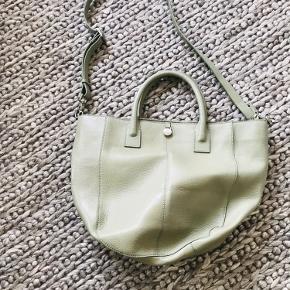 Stor lækker adax taske med tilhørende adax net.  Aldrig brugt og står som ny.