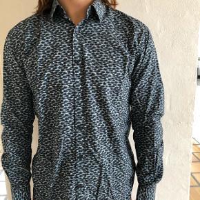 Lækker skjorte fra Selected / Homme - slim fit Medium Rigtig god og tyk kvalitetsstof