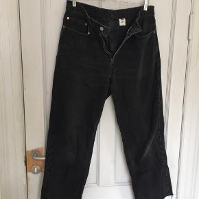 Model 550 Str 34/34  Rigtig fede jeans som er klippet til. Lidt slidte hist og her men holder stadig længe endnu