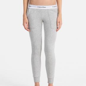 Brugt få gange Calvin Klein joggers Str small Np 500kr Mp 380kr eller byd 🌸🌸🌸🌸🌸🌸🌸🌸🌸