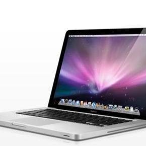 """Billede taget fra nettet! Macbook Pro 13'5"""" fra 2015, brugt men fungerer upåklageligt og har mindre slidtage i form af få ridser og en plet på skærmen, som dog kun kan ses når skærmen er sort. BYD gerne"""