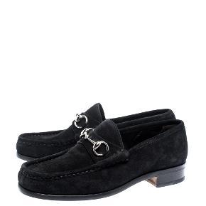 """- Pris er inkl fragt   Kvalitets loafers fra Gucci i str 8,5 som svare til 39  Samme model som vist på de første billeder, men med guld """"bid""""   • For hver item jeg solgt sørger jeg for en CO2 neural handel 🌳 Tilbyder mængderabat"""