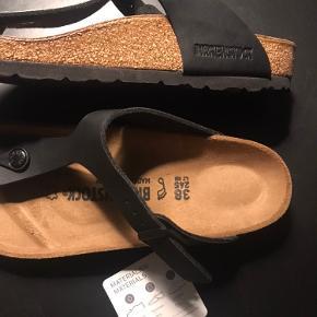 Fine sandaler fra Birkenstock str. 38. Model hedder Gizeh og er i Birko flor. Normal model/bredde. Sælges uden kasse. Nypris 700;