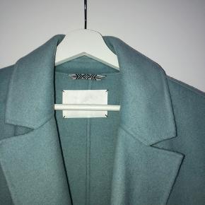 Smukt turkisblå overgangsjakke fra DAY Birger et Mikkelsen - kun prøvet på en enkelt gang, søger nu nyt hjem 🗺