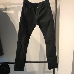 Sorte Levi's 511 jeans str 32/32  Skriv endeligt for mere information