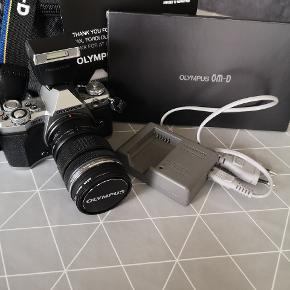 SÆLGES!!!!   💣Olympus E-M5ii, Perfekt💣   Sælger dette mega fine Olympus E-M5ii kamera.  Det er ca. 1 år gammel og fejler intet - fremstår derfor som nyt.  Nedenstående er hvad der medfølger ved køb. 📷📷📷📷📷📷  MEDFØLGER VED KØB:  Kvittering  Garanti bevis (udløber 15/9 - 19)  Kamera taske  Oplader  Brugsanvisninger  Blitz  SÆLGES FOR 7.500 kr.  Jeg er også åben overfor en forhandling - dog kun realistiske bud og henvendelser modtages.