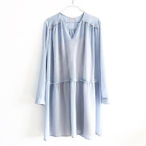 Kjole fra Custommade. Mindsteprisen er 500pp. Bud herunder vil blive ignoreret.