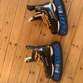 Sælger min skøjter da jeg ikke går til det mere og heller ikke løber mere   Det er bauger 2's så de er lige under top modellen.  De har også fået nye klinger i som er Carbon LS5 så det bliver ikke bedre.  Alt følger med.