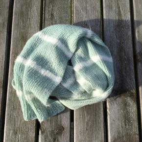 Håndstrikket halstørklæde i silke/uld med striber af mohair. 2 meter langt, 17-18 cm bredt. Meget blødt :-) Som nyt. Håndstrik Håndlavet Silke Uld