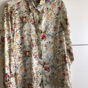 Smuk skjorte svarer til large i str. Brugt et par gange