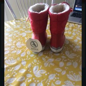 Så flotte og lækre støvler. Vores pige voksede fra dem desværre. Kom med bud🌸