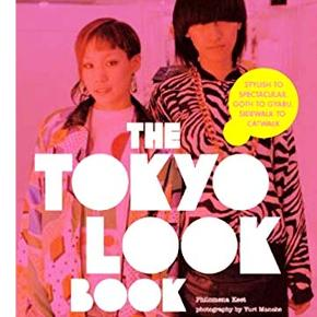 Tokyo is home to the most creative and stylish fashion in the world. The Tokyo Look Book takes us on a dazzling journey through the streets, clubs, and boutiques of this trendsetting city to introduce us to the people who wear the latest fashions and the people who make them.  Porto 37 kr