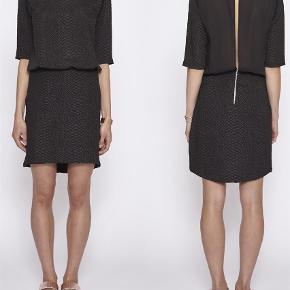 23393bbacfed Varetype  kjole Farve  sort Oprindelig købspris  1000 kr. Smuk kjole fra  det. An Ounce Kjole