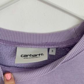 Pastel lilla sweater fra Carhartt. Vildt fed, og er ikke brugt særlig meget.