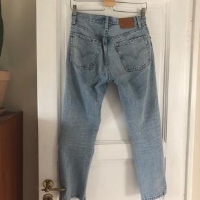 Levi's 501 Cropped Jeans, brugt kun et par gange   STR: W25 L26   NYPRIS: 1.149kr   #trendsalesfund