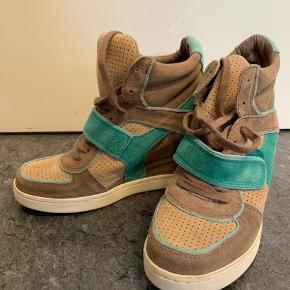 Sneakers med kilehæl fra ASH, brugt 2-3 gange. Passer str. 38-39.