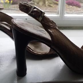 Varetype: Sandaler Farve: Bronze Prisen angivet er inklusiv forsendelse.  9 cm høje, flotte på