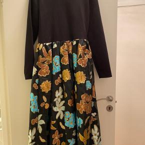 Smuk kjole desværre fir stor