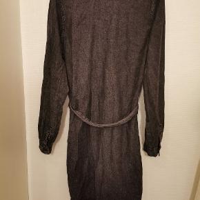 Super fed denim kjole fra Nakd i str S