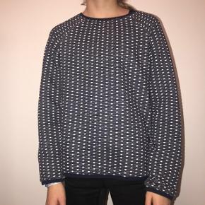 Sweatshirt fra carrement beau  Kan afhentes på Frederiksberg ellers sender jeg med DAO (køber betaler fragt)