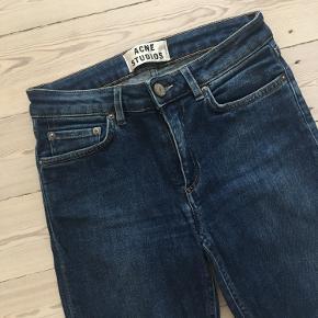 Acne Studios Skin 5 jeans used blue.  Str. 25/32.   Brugt få gange. Fremstår i god stand!  Bud er velkomne.