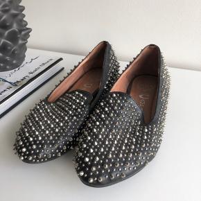 Jeg sælger mine Jeffrey Campbell loafers da de aldrig bliver brugt og desværre kun står og samler støv. Rigtig god stand