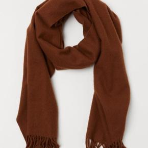 Uld 100 % halstørklæde  Brugt 2 gange  Den er som ny Np 499 kr
