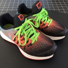 Super smart sneakers. Indv mål 20 cm. Brugt få fange