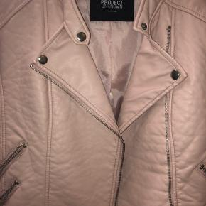 Project unknown 'leather' jacket.  Brugt 1-2 gange.  *Sender ikke, men køber må gerne hente i København*