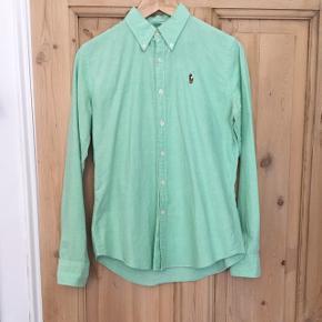 Lysegrøn Ralph Lauren skjorte. Slim fit, str. 8 (S)