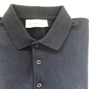 Tailored & Originals mørkeblå polo. Helt ny. Sælges blot pga størrelsen. Nypris 500kr.