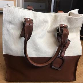 Sælger min flotte Ralph Lauren taske, da jeg ikke få den brugt. Næsten som ny.  Fast pris