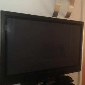 """SÆLGES: Philips TV 42"""" med løs MPEG-4 modtager."""