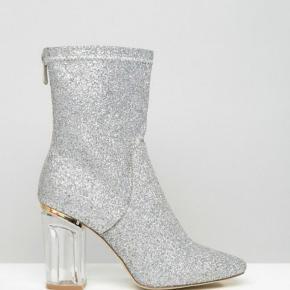Smukke støvler fra Public Desire. Brugt 1 gang, så derfor i perfekt stand!