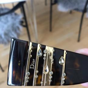Fede Dior solbriller 😍 Der mangler 1 sten og lidt småridser i glasset