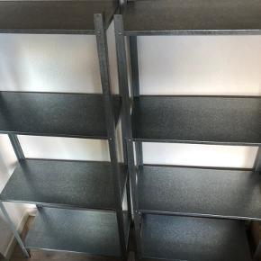 Sælger disse to HYLLIS reoler fra IKEA ⏰ de er et halvt pr gamle 📃 kvittering haves ikke 💰50kr stykket 📍afhentes i Hinnerup 👍🏼 er i rigtig god stand