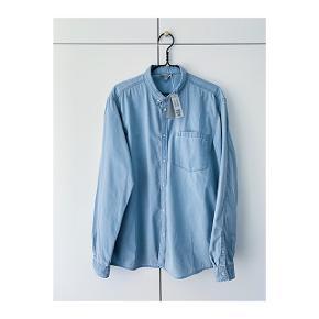 Helt ny skjorte. Købt for stor. Nypris er 490kr. Sender for 400.
