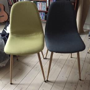 8 stole, 6 blå og 2 gule. Der er sat nye dupper på, så de står stabilt og ikke laver mærker i gulvet.  Metalben der ligner træ. Som nye og sælges til under halvpris.