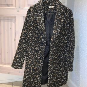 Fed frakke fra Molly Bracken. Den er næsten aldrig brugt og fremstår derfor som ny. Køber betaler fragt 📦 og tager ikke billede med den på.  Np 900 kr.