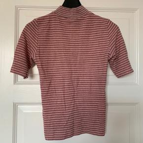 Glimmer trøje fra Mads Nørgaard, det eneste tegn på brug er at mærket er ved at falde af. Byd gerne  Køber betaler fragt