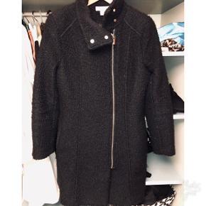 H&M vinterfrakke. Str. XS God, men brugt.   👉🏽 Betaler gerne fragt. 👉🏽 Kun seriøse henvendelser