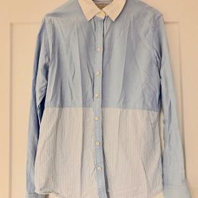 🏡 Flyttesalg 50% på alt, er trukket fra den oprindelige pris👆🏼🏡 📦 Alt skal væk i Januar 📦  📬 Køber betaler for forsendelse 📬  Smuk skjorte fra Banana Republic i tykt skjorte materiale.