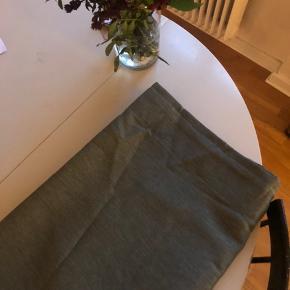 Sælges 2 stk. Samlet  Farge: grøn  Kysdæmpende  145x250 cm