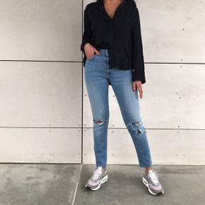 Lækre jeans 🌸💗 sidder super godt  ( skjorten er også til salg )