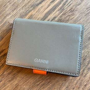 Ganni pung