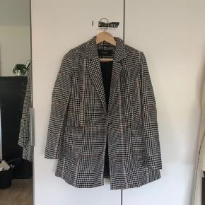 Super fin retro jakke fra Vero Moda, brugt man stadig i fin stand☀️