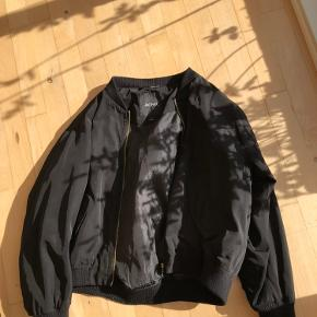 Super fin bomber jacket i sort
