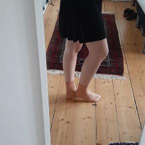 Sort nederdel fra Even&odd  Plisseret  Elastik i taljen
